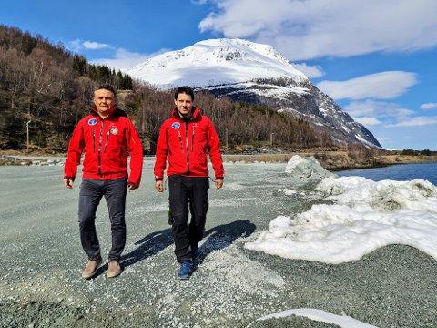 VETERANER: Frode Hansen (t.v.) har vært med i Røde Kors i 32 år. Daniel Larsen i 18.