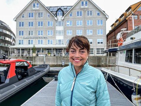 HOTELDIREKTØR: Inger-Helen Hjemvoll forteller om et vanskelig år med permitterte ansatte og stengte dører.