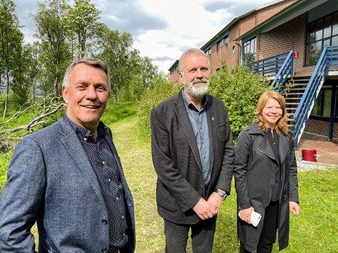 SMIL: Gunnar Wilhelmsen, Magne Nicolaisen og Kirsti Thunberg forteller hva Tromsø kommunes nye bygg skal brukes til.