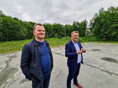 SMILER: Kommunedirektør Stig Tore Johnsen og ordfører Gunnar Wilhelmsen.