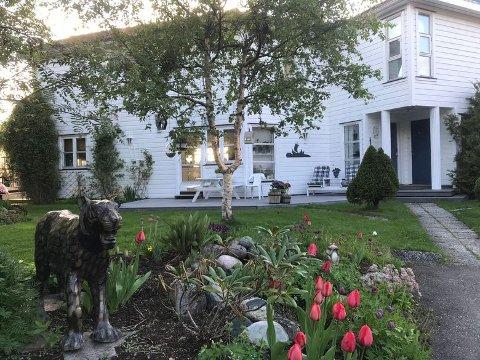 SOLGT: Huset med den flotte fasaden og store tomta er nå solgt for rekordpris.