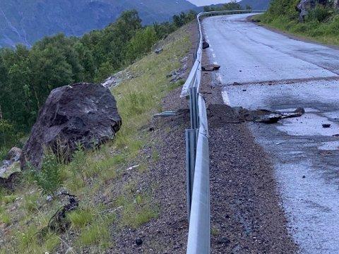RAS: Entreprenøren er fredag kveld på vei til Torskenskaret der det har gått et steinras.