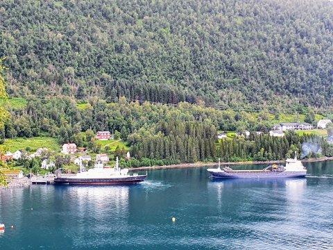 STEIN: Steinene som skal benyttes i byggingen av den helt nye sherpatrappa ankom søndag med båt fra Trøndelag.