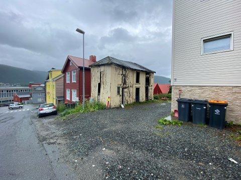 LUFTIG: Uthuset er den eneste uberørte bygningen i strøket, fra tidlig 1900-tall. I dag er det nærmest en ruin.