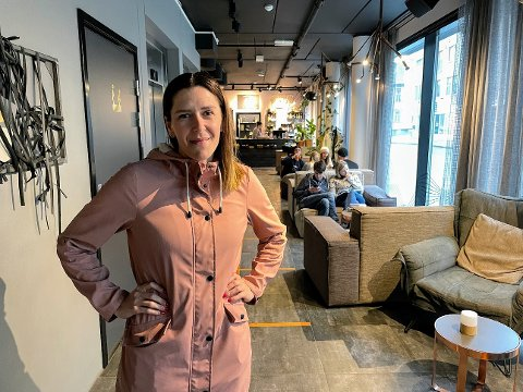 SJEF: Veronica Mathisen (35) begynte karrieren som frisør, før hun skiftet beite. Nå tar hun over som hotelldirektør.