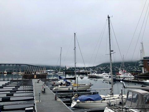 TÅKE: Slik så det ut i Tromsø mandag morgen.