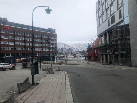 KARANTENEHOTELL: 19. juli tok Radisson Blu (til høyre) over som karantenehotell for Scandic ishavshotell (til venstre).