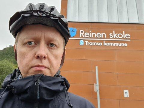 KRITISK: FAU-leder Knut Ole Petersen ved Reinen skole reagerer på at fylket kutter ut ordningen med gratis sykkelhjelm.