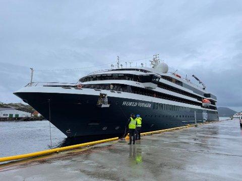 NYTT SKIP: «World Voyager» er på vei inn Tromsøysundet for andre gang i år. Rederiet har allerede meldt interesse for flere anløp neste år.