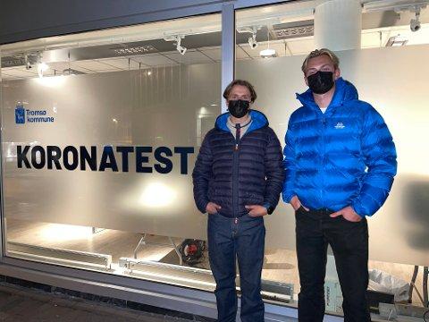 IRRITERT: Lars Høivik Brattebø (21) og Torbjørn Roksvåg (21) er irritert over manglende