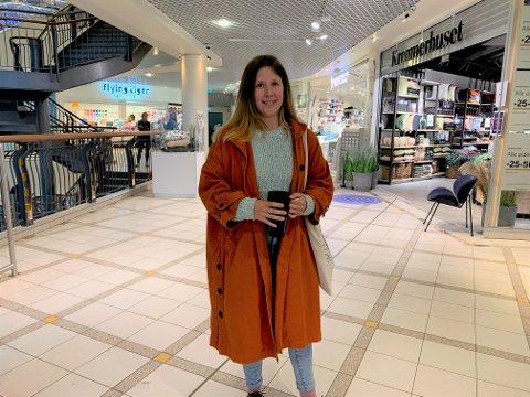 IKKE RETTFERDIG: Kirsti Wester Amundsen mener det er urettferdig at prisen på en dameklipp er høyere enn en herreklipp. Og hun har loven på sin side.