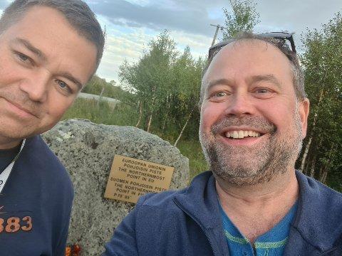 NÅDDE MÅL: Torkil Grindstein (48) og barndomskompisen Svein AreTjeldnes (48), opprinnelig fra Sortland, nå bosatt i Tromsø, har reist rundt i verden - og Nord-Norge, på skattejakt over halve Europa og hele Nord-Norge.