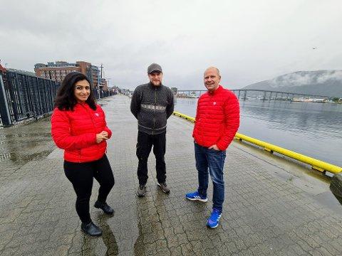 MATROS: Arbeiderparti-toppene Hadia Tajik og Nils Ole Foshaug møtte torsdag matros Atle Rolstad.