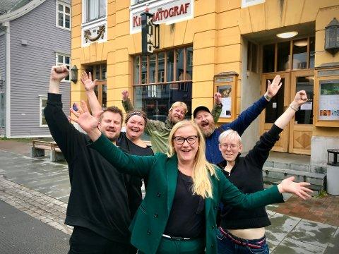 ACITON: Bodil Kjelstrup, John-Kristian Dalseth,  Sveinung Wålengen, Emma Nordström, Edvard Bjørnson og Lisa Hoen I TIFF. Foto: Marte Hotvedt