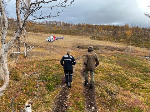 Politiet, Fjelltjenesten og Statens naturoppsyn tok i bruk helikopter da de gjennomførte kontroll blant jegere. Foto: Politiet