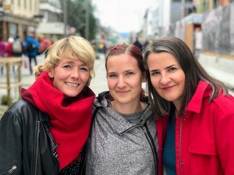 KLARE IGJEN: Veronica Evertsen, Siri Børs-Lind og Aslaug Engvik er svært klare for en ny runde med Kulturnatt. Trioen håper så mange som mulig finner veien til en hel dag med mangfold og ulike kulturopplevelser i Tromsø sentrum. (Produsent Marthe Møkkelgjerd ikke på bildet.)