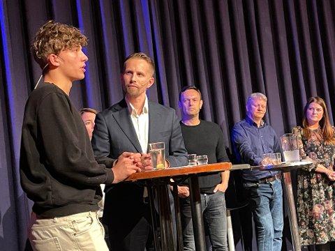 UTFORDRET: Tromsøgutten Dibran Milani utfordret politikerne fra scenen som duellerte i Nordlys' valgkampdebatt onsdag.
