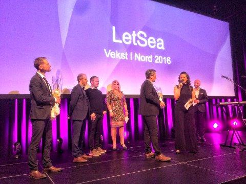 FØRSTEPLASS: Kristian Johnsen, administrerende direktør i Letsea as, mottar årets Vekst i nord-pris på The Edge i Tromsø.