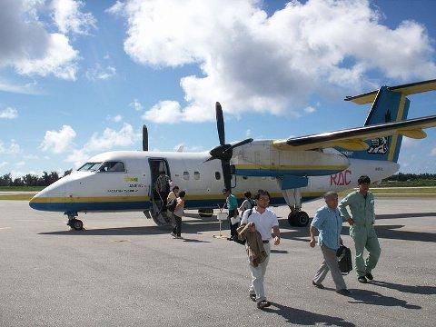 Widereøe kjøper et eksemplar av dette flyet fra Japan. Her fra Okinawa.