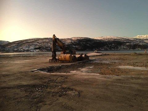 KLART: Her er området planert. Vann hentes fra fjellet over fjorden.