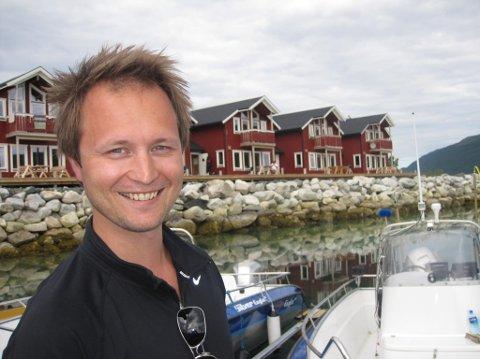 REDDER HAVET: Tromsømannen Lasse Johansen (36) har startet nettbutikk - med varer som skal redde havet fra søppel - og endre forbrukervanene våre.