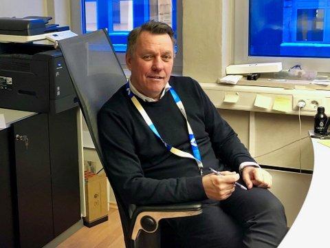 Gunnar Wilhelmsen på kontoret vis avis KV-bygget som har ledig gateplan.