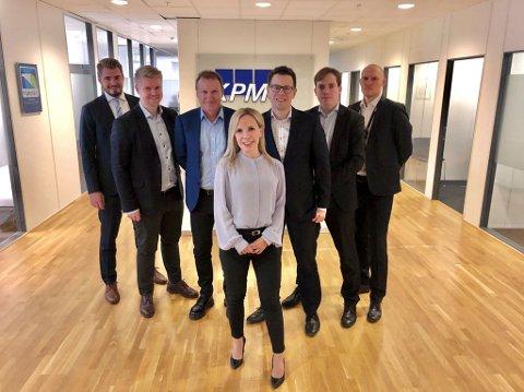 KPMG-STAB: Etter å ha rekruttert tre fra konkurrenten BDO Tromsø, er KPMG-partner, Stig Bjørklund,  stolt over å nå ha en advokatstab på sju i Tromsø. Her med Stine Lettrem i front.