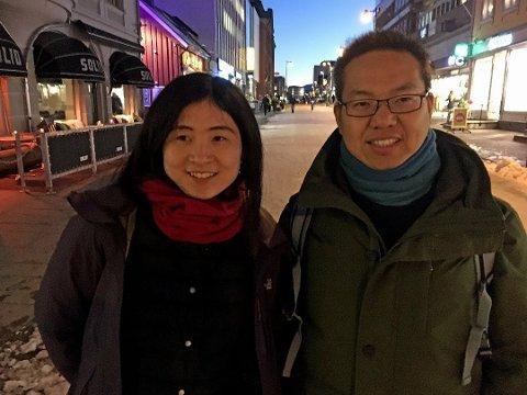TURISTER: Kinesiske Meng Yo og Guodong Du i Tromsø sentrum. Bildet er fra i fjor