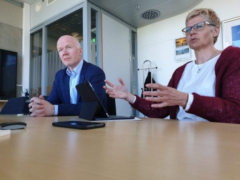 FÅR KRITIKK: Administrasjonssjef Britt Elin Steinveg og avdelingsdirektør Trond Brattland får kritikk for manglende kontroll.