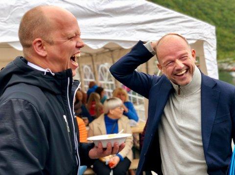 LATTER: De er neppe enige om alt. Men Trygve Slagsvold Vedum ler like godt med NHO-sjef Ole Erik Almlid som med sine egne.