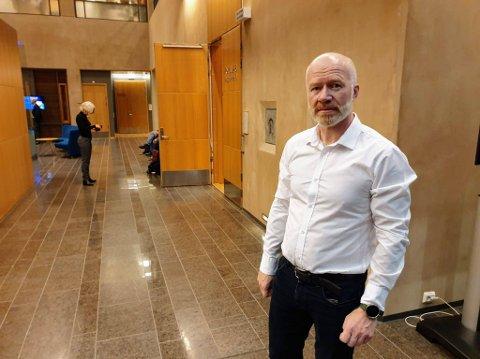 AVSKJEDIGET SIN LEDER: Trond Brattland, nåværende smittevernoverlege, men tidligere avdelingsdirektør for helse- og omsorgssektoren i Tromsø kommune. Han sendte varsel om avskjedigelse til Arne Kjell Johansen.