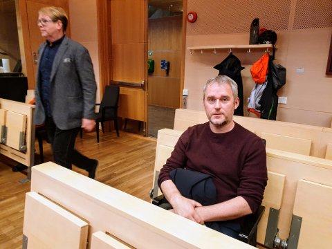 ISFRONT: Yngve Olsen (sittende) og Arne Kjell Johansen vekslet ikke ett ord i retten mandag.