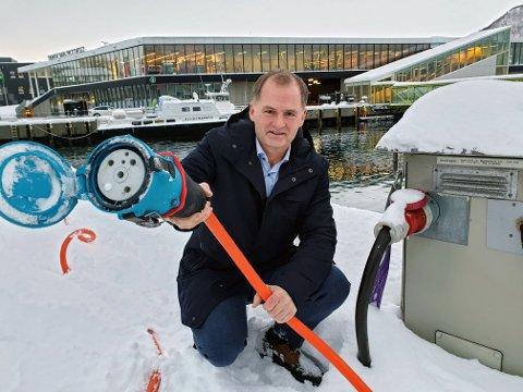 STRØM: Havnedirektør Jørn-Even Hanssen vil satse på strøm til store biler og båter