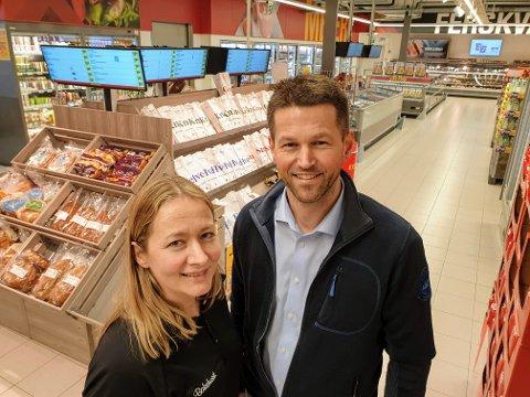 DAGLIGE BRØD: Malen Myrseth og Andre Jensen i Bakehuset tester i disse dager ur et nytt datasystem.