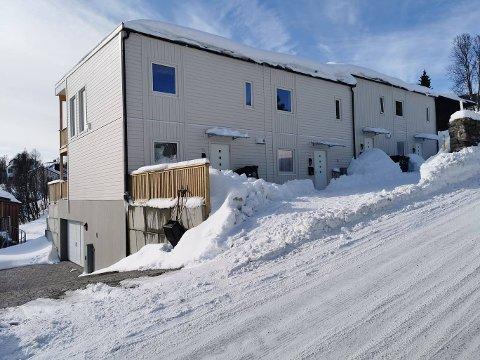 KONKURS: Selskapet som kjøpte tomta og utviklet rekkehusene i Røstbakken er nå slått konkurs av tømrerbedriften som bygget dem, med et krav på 1,6 millioner.
