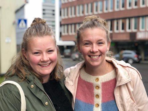 HØRER TIL: Det er her vi hører til sier søstrene Stine Borgan og Ida Skøyen fra Målselv som nå bor på I Harstad og på Senja.