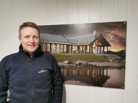 SALTDALSHYTTA: Saltdalshytta har hatt et ekstremt bra salg i år i Nord-Norge. På bildet: Stein-Evert Mathisen.