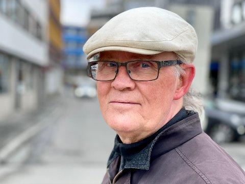KRITISK: Tromsø-professor med brannfakkel om skjevfordeling av vaksiner: – Det har en gevinst, men den effekten er å øke helsegevinsten hos de i sør som får flere vaksiner. Derfor mener jeg dette er et klart sentrum-periferispørsmål, sier Kristoffer Rypdal.