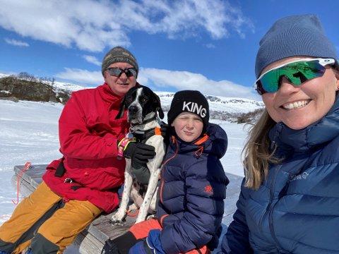 FAMILIEN MARKUSSEN: Savner Nord-Norge. Fra venstre Bjørn Tore, Oskar og Linda. I første omgang vil Bjørn Tore Markussen pendle - men etter hvert kommer familien etter.