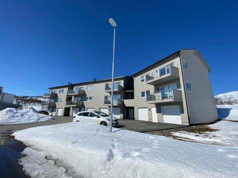 SØKSMÅL: Kjøperne av leilighetene i dette bygget på Storelva går nå til søksmål mot utbygger Monsen bygg AS.