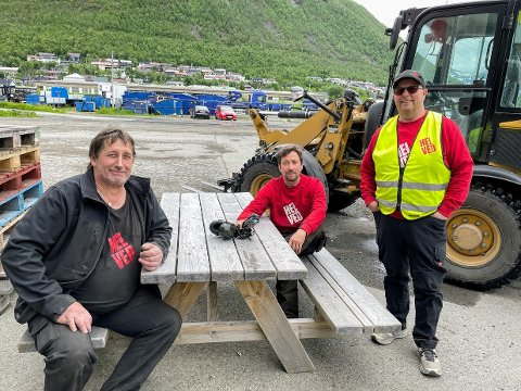 JOBBEN: Birger Hansen, Tomas Matinlass og Sverre Svelarud er storfornøyde med å beholde jobben sin.