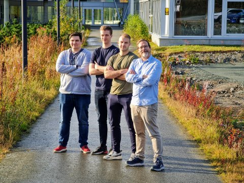 FIRE AV SYV. Her er fire av de syv ansatte i Unifractal. Fra venstre: Simen Fjellstad, Stian Toften, Johannes Merok og Jon Marius Aareskjold-Drecker.