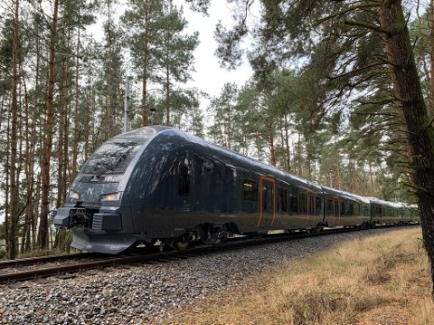 NYE TOGSETT: Det nye bimodale togsettet ligner på de elektriske Flirt-togene som trafikkerer på Vossebanen, lokaltog Bergen og på Østlandet, også de fra den sveitsiske togprodusenten Stadler.