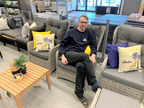 JUBELÅR: Butikksjef Morten Benjaminsen ved Coop Obs Bygg Stjørdal tror at også 2021 bli et godt hageår.