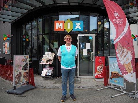 Medeier og daglig leder Per Arild Moen håper på å få solgt kiosken snart.