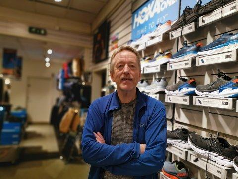 SATSER: Daglig leder Sven Roar Olsen i Axel Bruun Sport har ansatt flere nye selgere det siste året. Nå gleder han seg til å utvide butikken.