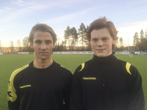 PÅ PRØVE: Henrik Lehne Olsen (t.v.) og Syver Karlsen viser seg fram på Raufoss-trening denne uka.
