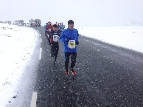 I 2015 ble også starten på hel- og halvmaraton flyttet til Beitostølen. Her passerer løpere Båtskaret.