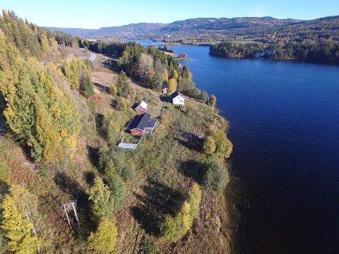 VED FJORDEN: Beliggenheten på Vestsida av Randsfjorden blir trukket fram som en fordel.