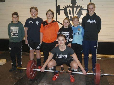 Populært: (fv.:) Mikkel (12), Kristian (13), Matthias (14), Iben (12), Lukas (10) og Magnus (15), deltok sammen med Alva Cederholm (i forgrunnen).  foto: hans ove Danielsen